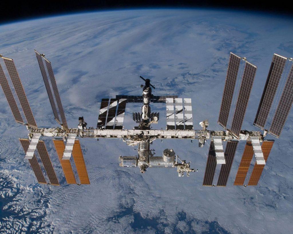 Rusia harus memutuskan apakah akan menarik diri dari Stasiun Luar Angkasa Internasional