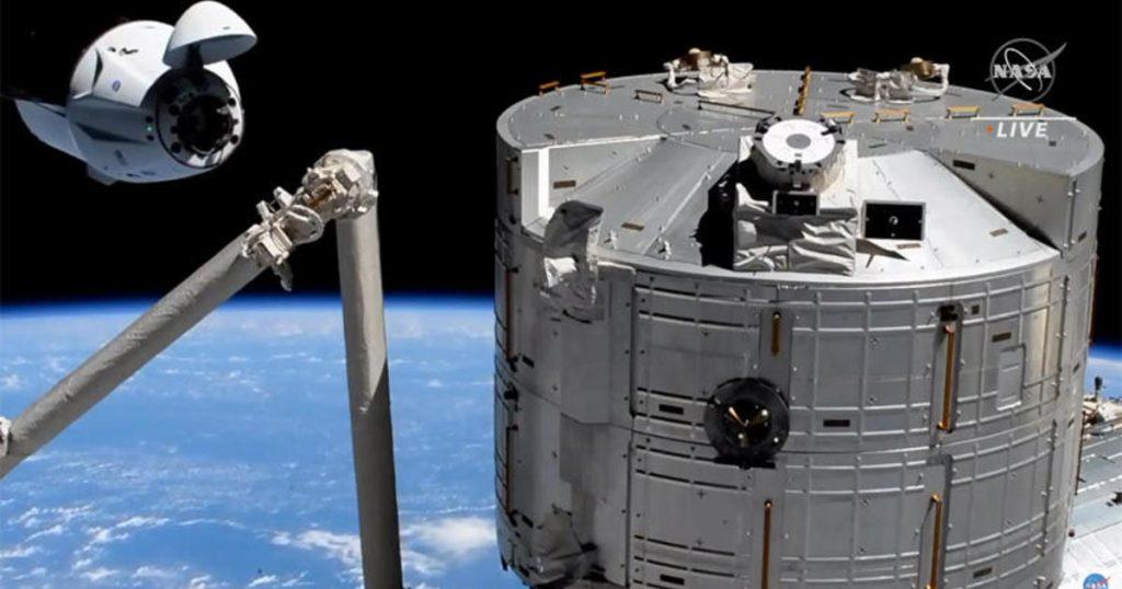 Kru SpaceX Crew Dragon melakukan kencan tanpa cela di stasiun dok