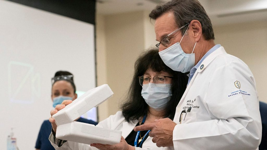 Pfizer telah mulai mengekspor vaksin COVID-19 buatan AS ke Meksiko