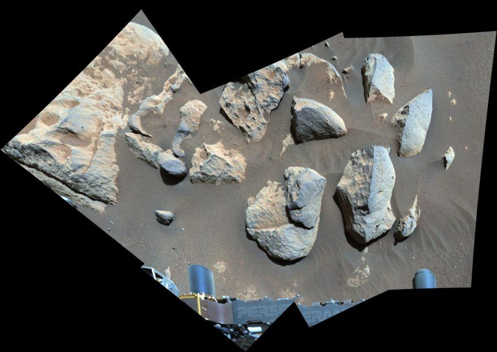 Saat NASA memecahkan masalah helikopter Mars-nya, penjelajah yang gigih itu tetap sibuk