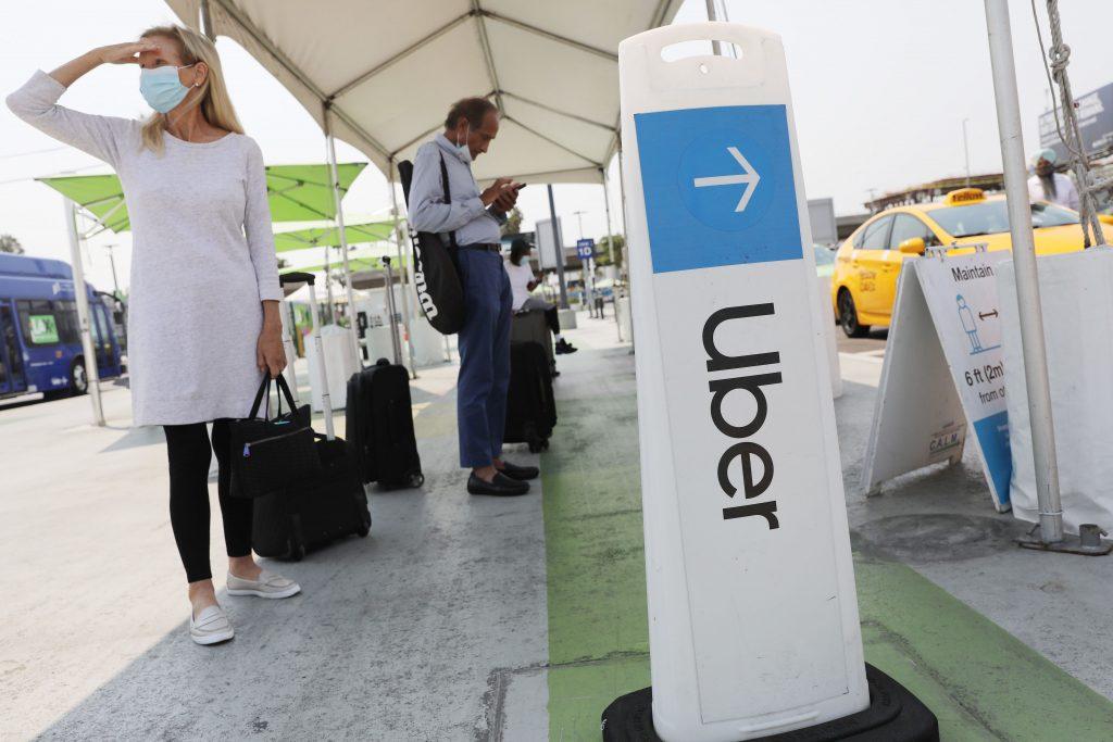 Uber mencatat rekor pemesanan pada bulan Maret saat perjalanan diterima kembali