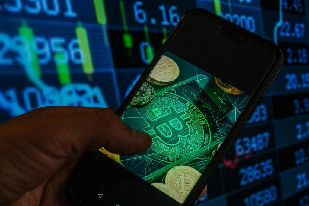Ketakutan mengirim bitcoin turun menjadi $ 40.000 karena Ethereum, BNB, Cardano, dan Dogecoin tiba-tiba runtuh