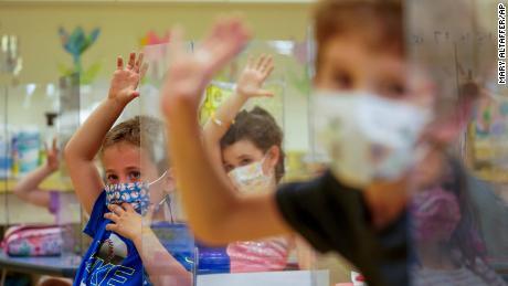 Apa arti dari panduan masker CDC baru untuk anak di bawah 12 tahun
