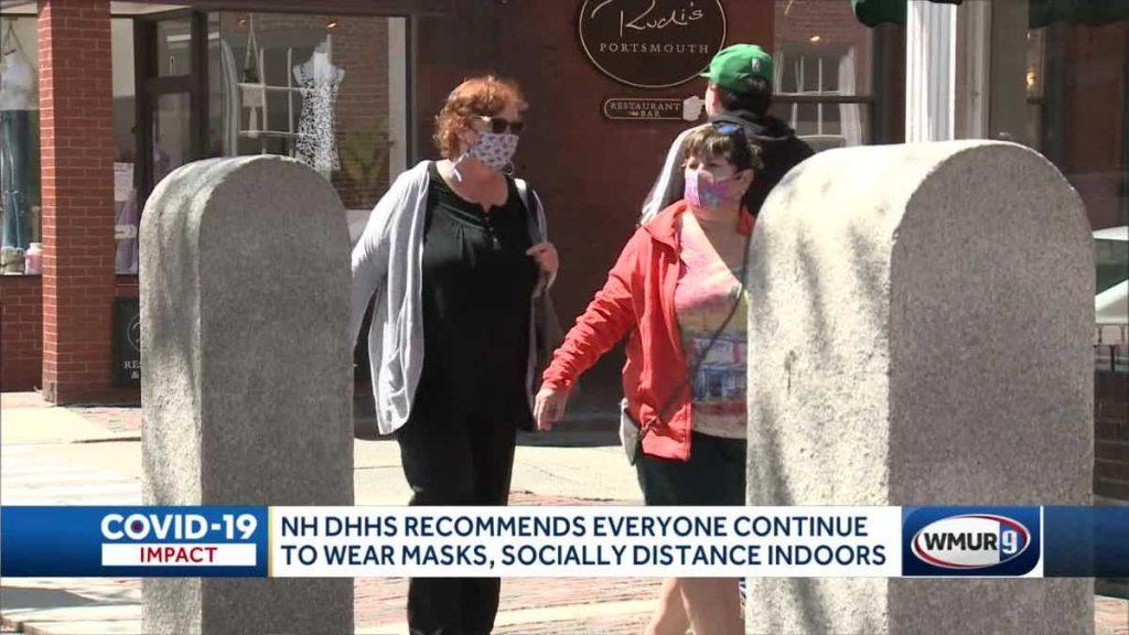 Ahli epidemiologi negara bagian merekomendasikan orang untuk terus memakai masker di dalam ruangan