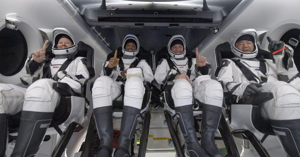 Ketahanan Naga Kru SpaceX telah membawa empat astronot kembali ke Bumi dengan selamat