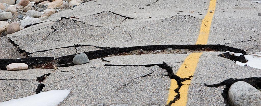 Ledakan elektromagnetik yang aneh muncul sebelum gempa bumi - dan kita mungkin akhirnya tahu alasannya