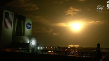 Roket SpaceX yang membawa empat astronot diluncurkan dari Florida