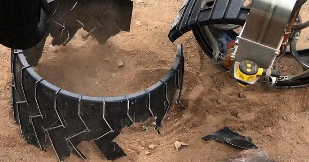 Penjelajah Curiosity NASA dirancang untuk merobek rodanya sendiri