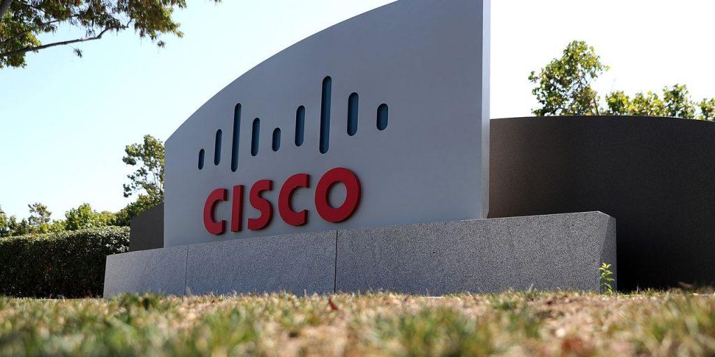 Saham Cisco turun meski pendapatannya kuat.  Inilah alasannya.