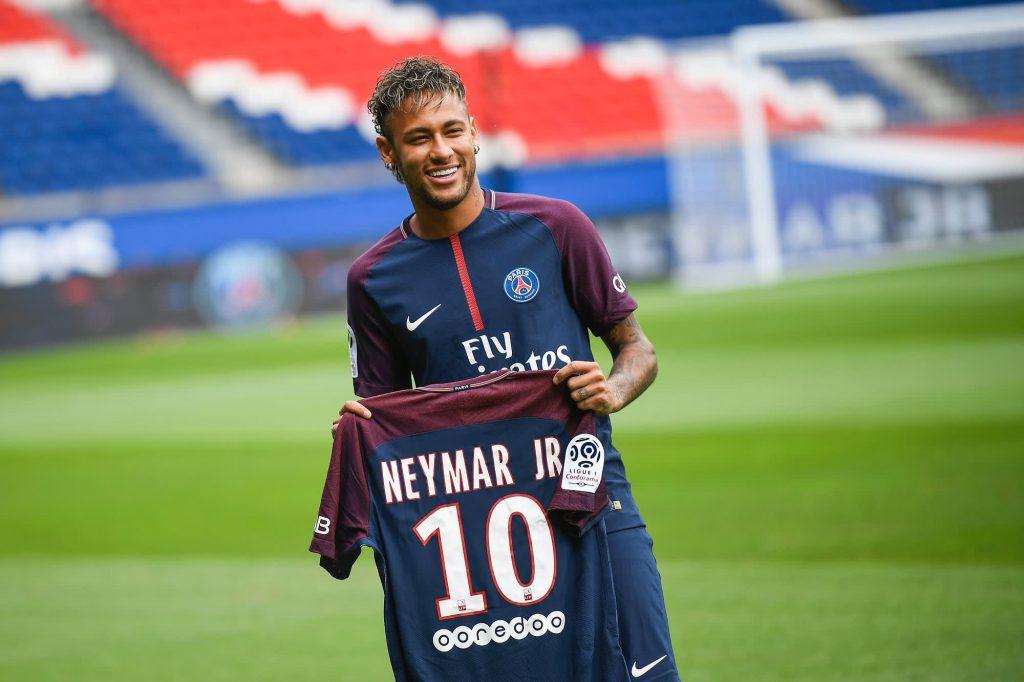 Sebuah laporan menyatakan bahwa Nike berpisah dari Neymar setelah penyelidikan pelecehan seksual