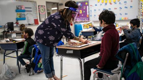 Buka jendela untuk mengurangi penyebaran virus, kata CDC ke sekolah-sekolah