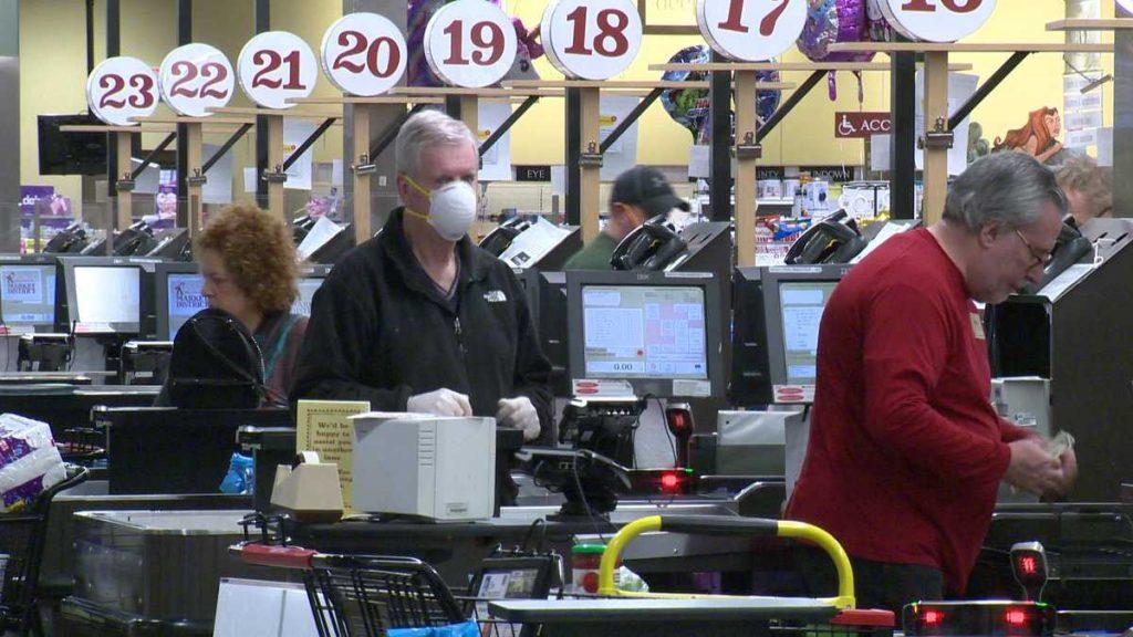 The Giant Eagle menjatuhkan persyaratan masker wajah untuk pelanggan yang telah divaksinasi penuh mulai 24 Mei