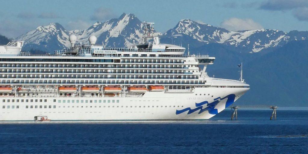Tiga Carnival Airlines berencana untuk melanjutkan pelayaran Alaska pada bulan Juli