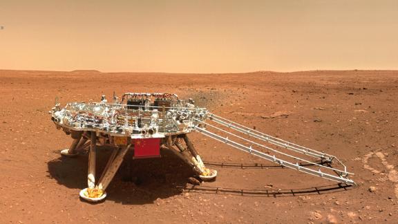 Probe rover menunjukkan bendera China.