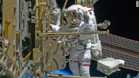 Astronot Shane Kimbrough ditampilkan di sini selama spacewalk 2008.