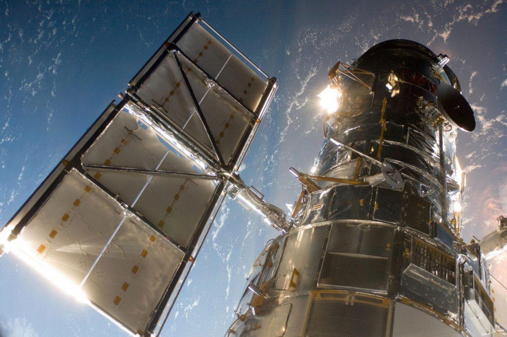 NASA berjuang untuk memperbaiki kegagalan komputer Teleskop Luar Angkasa Hubble pada 1980-an