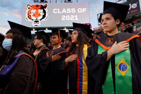 Senior di Brighton High School saat upacara kelulusan mereka di Fenway Park di Boston minggu lalu.