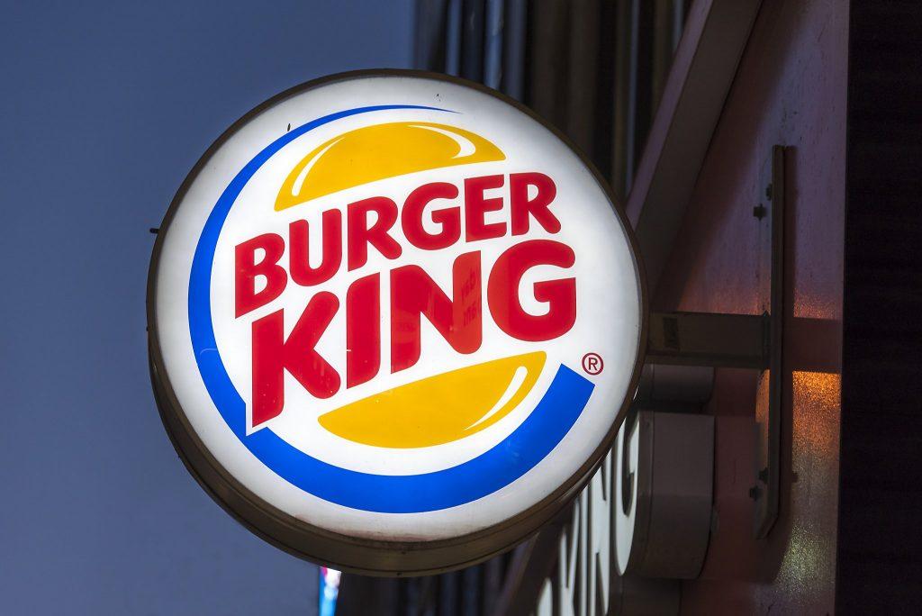 Burger King menyumbangkan hasil sandwich ayam ke organisasi LGBTQ.  Jangan jatuh cinta padanya.