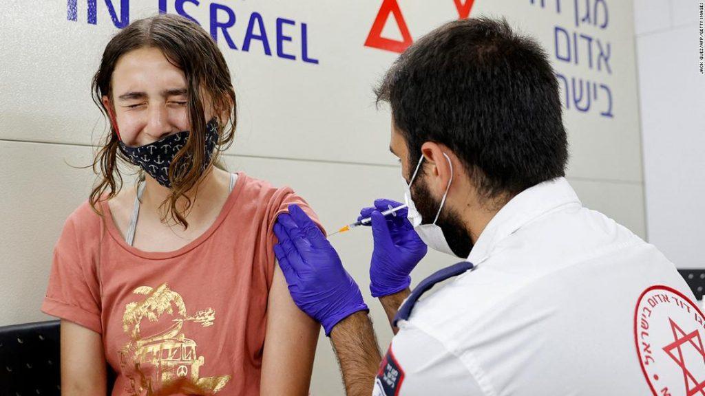 Pemerintah Israel mengatakan perlindungan vaksin Pfizer rusak saat Delta menyebar انتشار