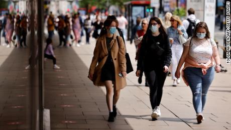 Kapan orang yang divaksinasi harus memakai masker sekarang?  penimbangan ahli