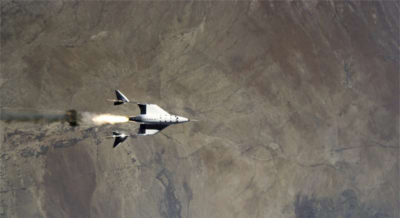 Penjelasan: Bagaimana Richard Branson akan mengendarai roketnya sendiri ke luar angkasa