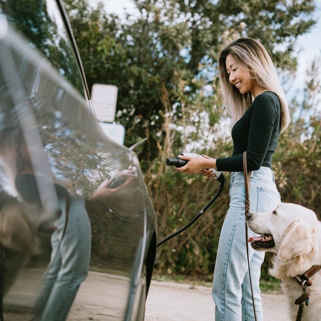 Apakah Anda akan membayar lebih untuk mengasuransikan mobil listrik?