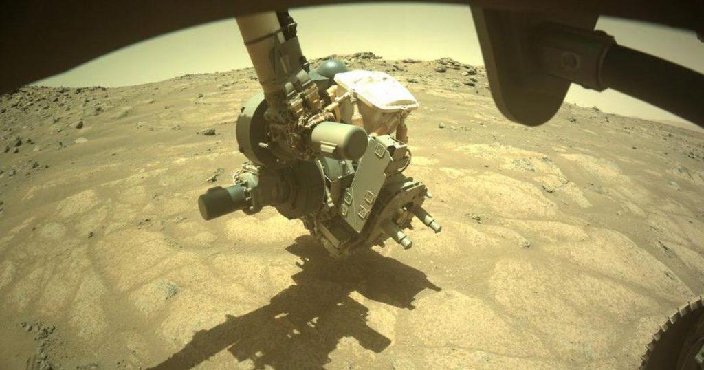 Penjelajah NASA sedang menyelidiki 'lantai taman' di dasar danau Mars