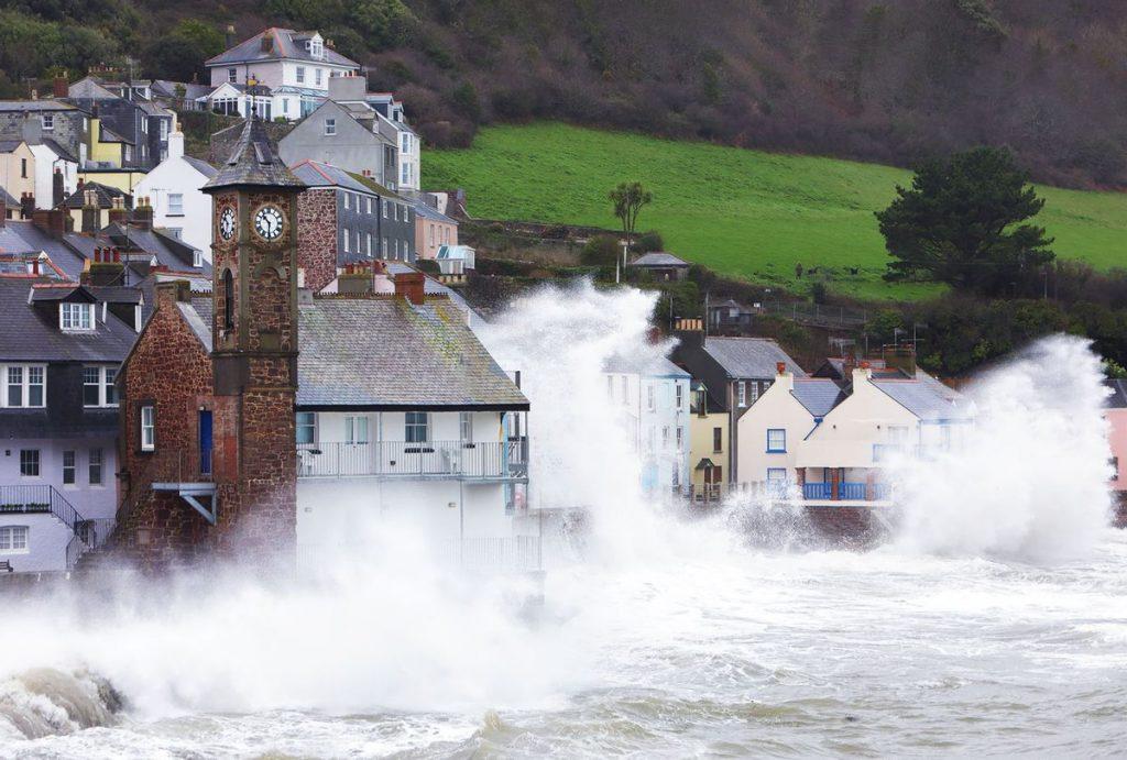 Perubahan iklim dan bulan bekerja sama untuk membuat rekor banjir di Bumi