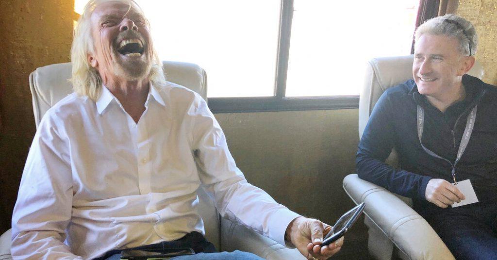 Richard Branson akan mencoba mengalahkan Jeff Bezos di luar angkasa