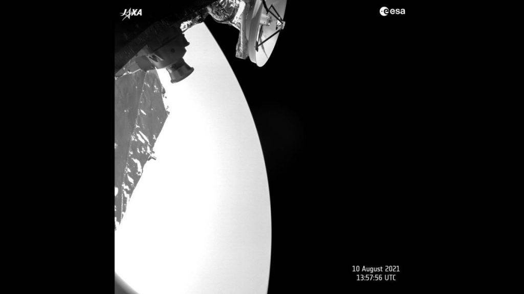 Pesawat ruang angkasa yang terhubung dengan Merkurius mengambil selfie dengan Venus dalam jarak dekat (foto)