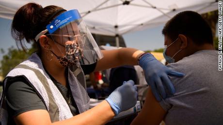 Orang tua dan dokter anak kehabisan kesabaran atas vaksin Covid-19 untuk anak kecil