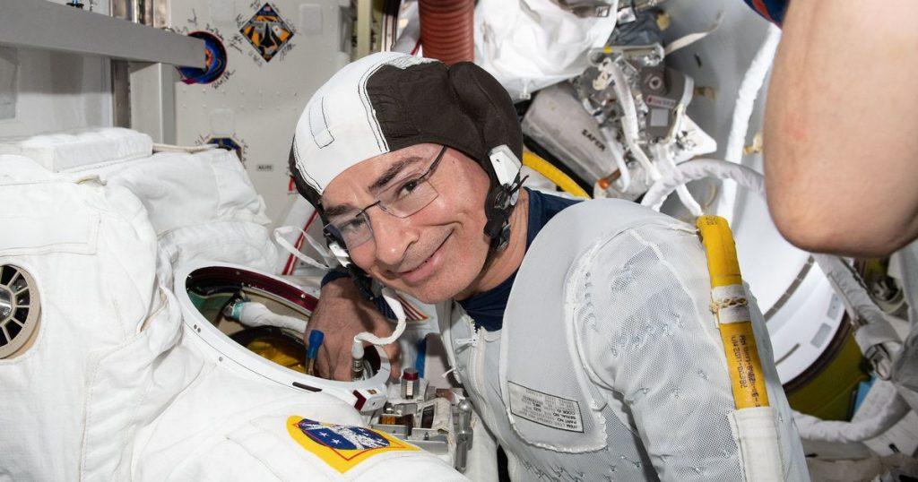 Seorang astronot NASA mengungkapkan masalah medis yang menunda perjalanan luar angkasa Stasiun Luar Angkasa Internasional