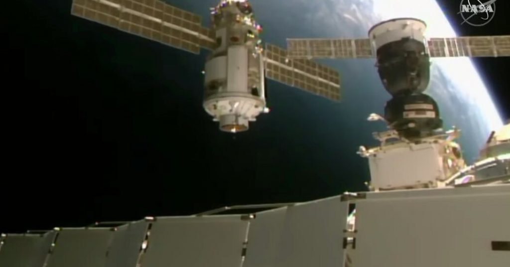 Stasiun luar angkasa miring setelah peluncuran unit roket baru Rusia