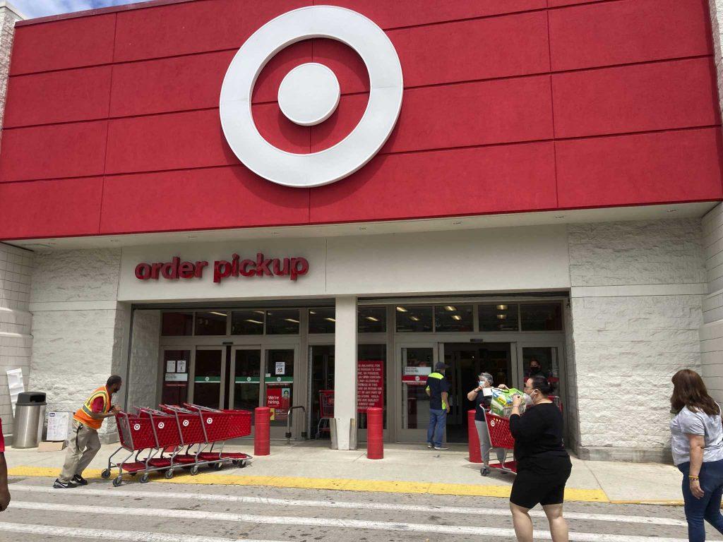 Target meluas ke garis bahkan saat pertumbuhan penjualan online menurun