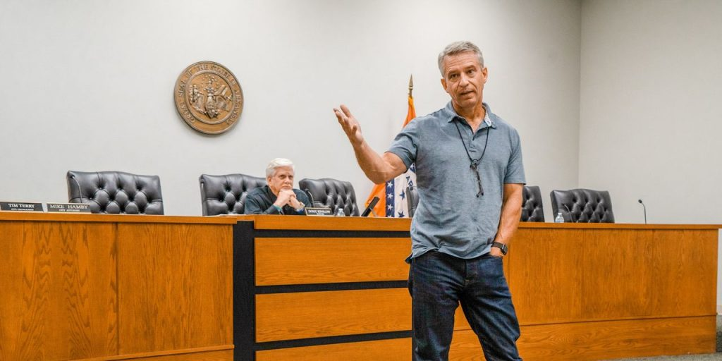 Tetangga Tetangga Karena Covid-19 Dapatkan Vaksin di Kota Arkansas untuk Dinilai Kembali