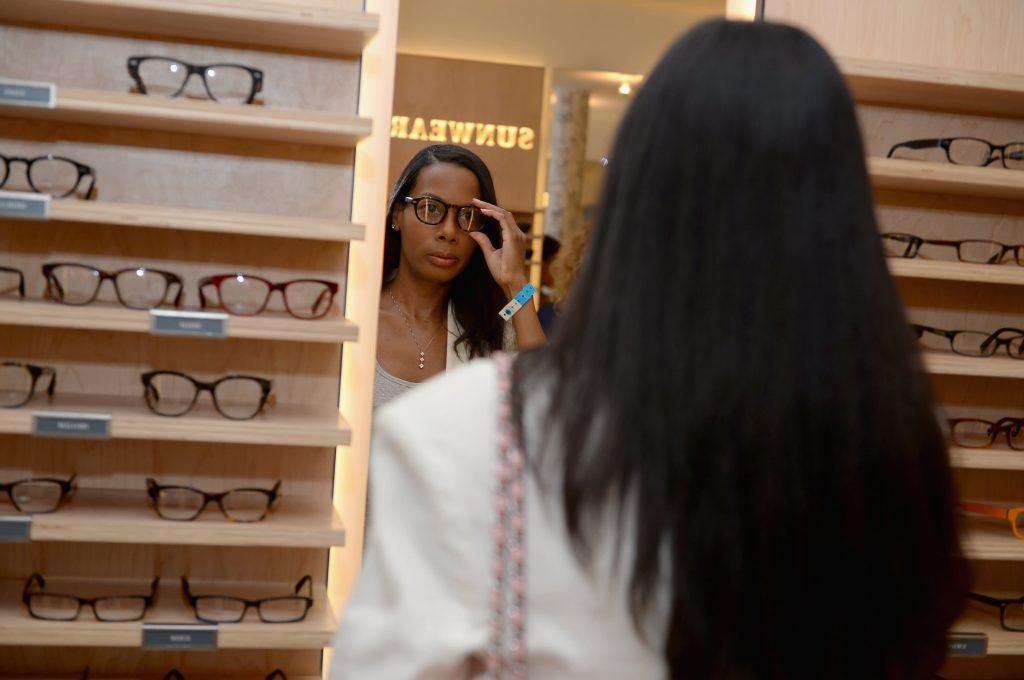 Warby Parker dalam pengajuan IPO mengungkapkan peningkatan penjualan - tetapi juga meningkatkan kerugian