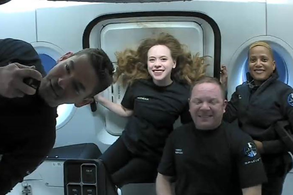 Kru #Inspiration4 mengalami hari pertama yang luar biasa di luar angkasa!  Mereka telah menyelesaikan lebih dari 15 orbit di sekitar planet ini sejak lepas landas dan memanfaatkan sepenuhnya Dragon Dome.
