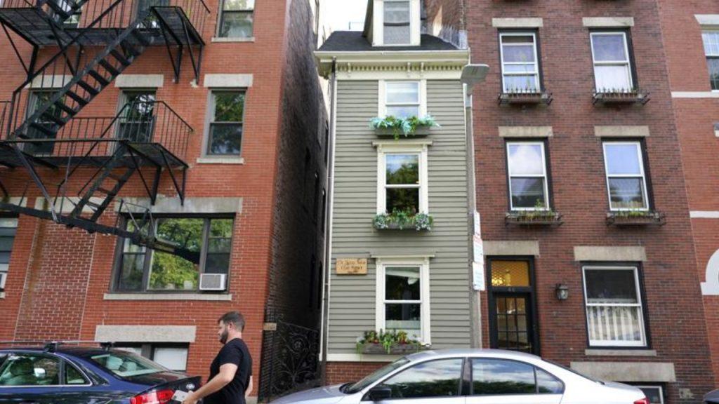 'Skinny House' yang ikonik di Boston terjual seharga $1,25 juta - KIRO 7 News Seattle
