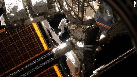 Ke mana tabung astronot pergi?  Jawaban atas pertanyaan teraneh Anda tentang perjalanan ruang angkasa