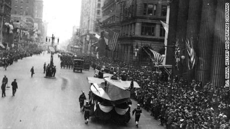 Philadelphia tidak membatalkan pertunjukan pada tahun 1918. Hasilnya menghancurkan