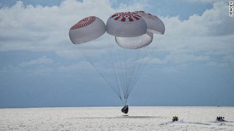 SpaceX baru saja membawa awak pertama turis dari luar angkasa.  Inilah yang selanjutnya