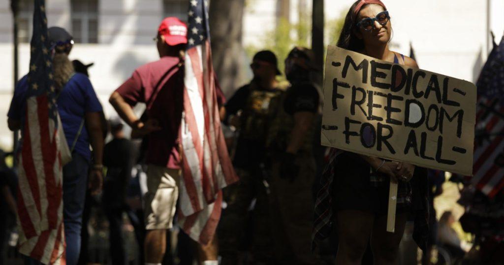 Tidak ada masalah yang dilaporkan saat pengunjuk rasa anti-vaksin berkumpul di Los Angeles