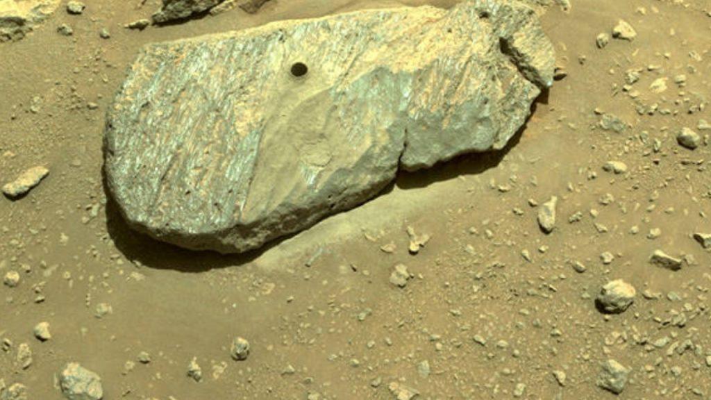 Tim penjelajah NASA yang gigih menggali sampel pertama batuan Mars