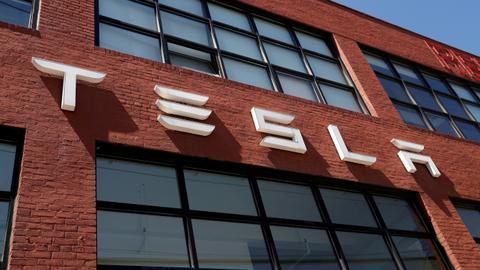 Tesla diperintahkan untuk membayar mantan karyawan $ 137 juta untuk rasisme