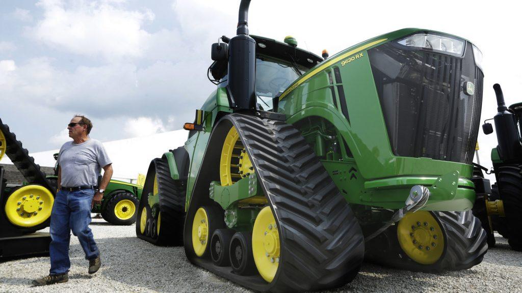 Pekerja John Deere mogok setelah UAW dan perusahaan traktor gagal mencapai kesepakatan: NPR