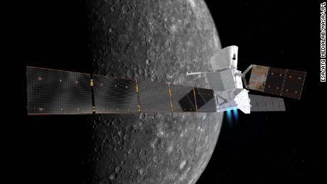 Ini adalah kesan seniman tentang pesawat luar angkasa BepiColombo dengan latar belakang Merkurius.