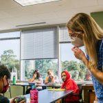 Sekolah Swasta Miami memerintahkan siswa yang divaksinasi untuk tinggal di rumah selama 30 hari sebagai tindakan pencegahan